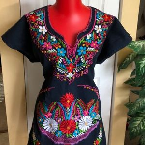 Dresses & Skirts - 🌟NEW ARRIVAL NWT hand embroidered dress.